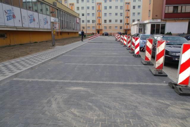 Ilustracja do informacji: Otwarcie parkingu przy banku PKO