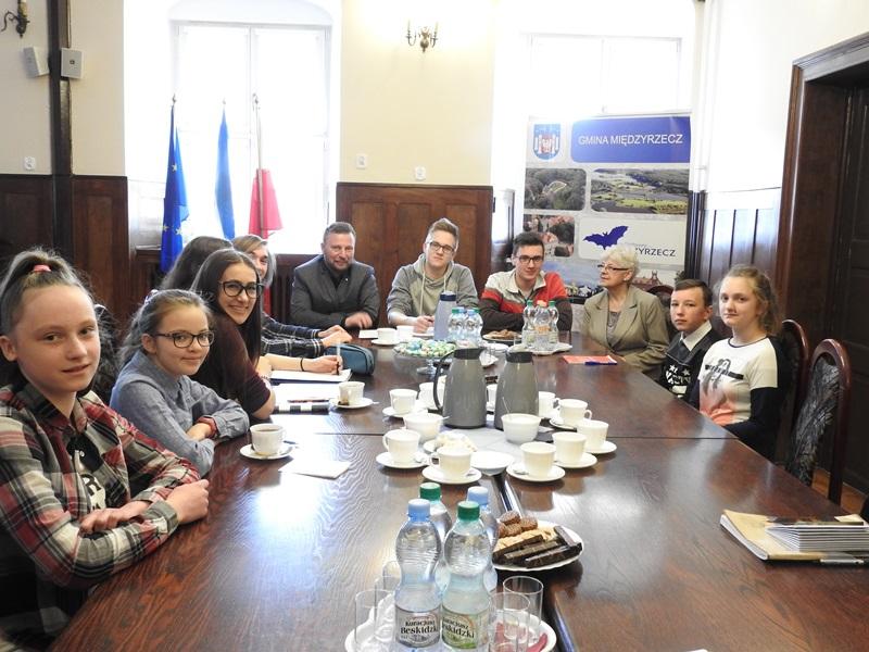 Ilustracja do informacji: II sesja Młodzieżowej Rady Miejskiej