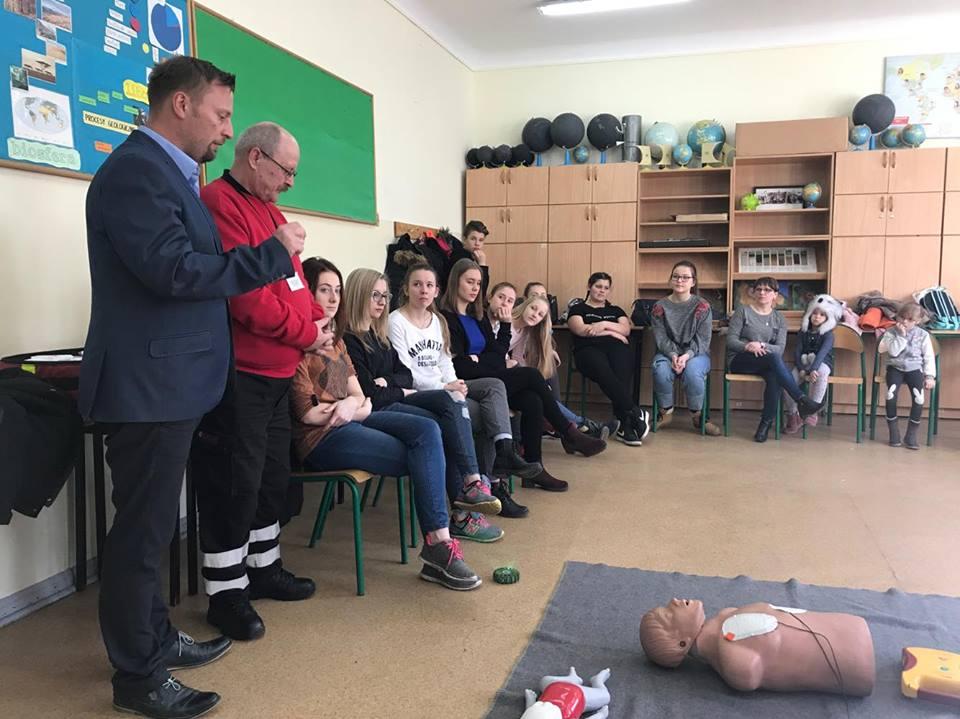 Ilustracja do informacji: Burmistrz odwiedził dzieci i młodzież spędzające ferie w szkołach