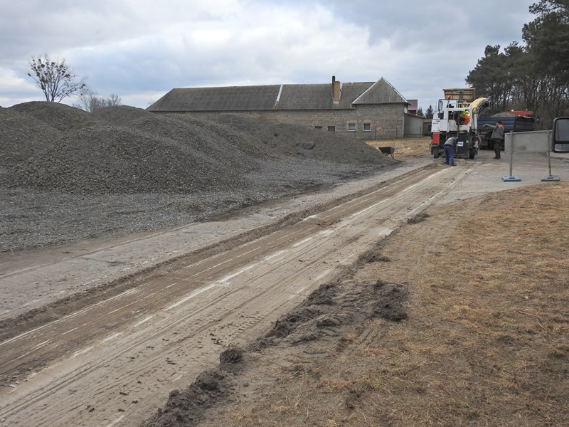 Ilustracja do informacji: Rozpoczął się remont drogi w Bukowcu