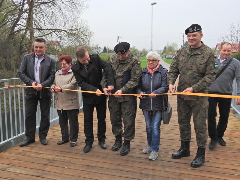 Ilustracja do informacji: Oficjalne otwarcie mostku