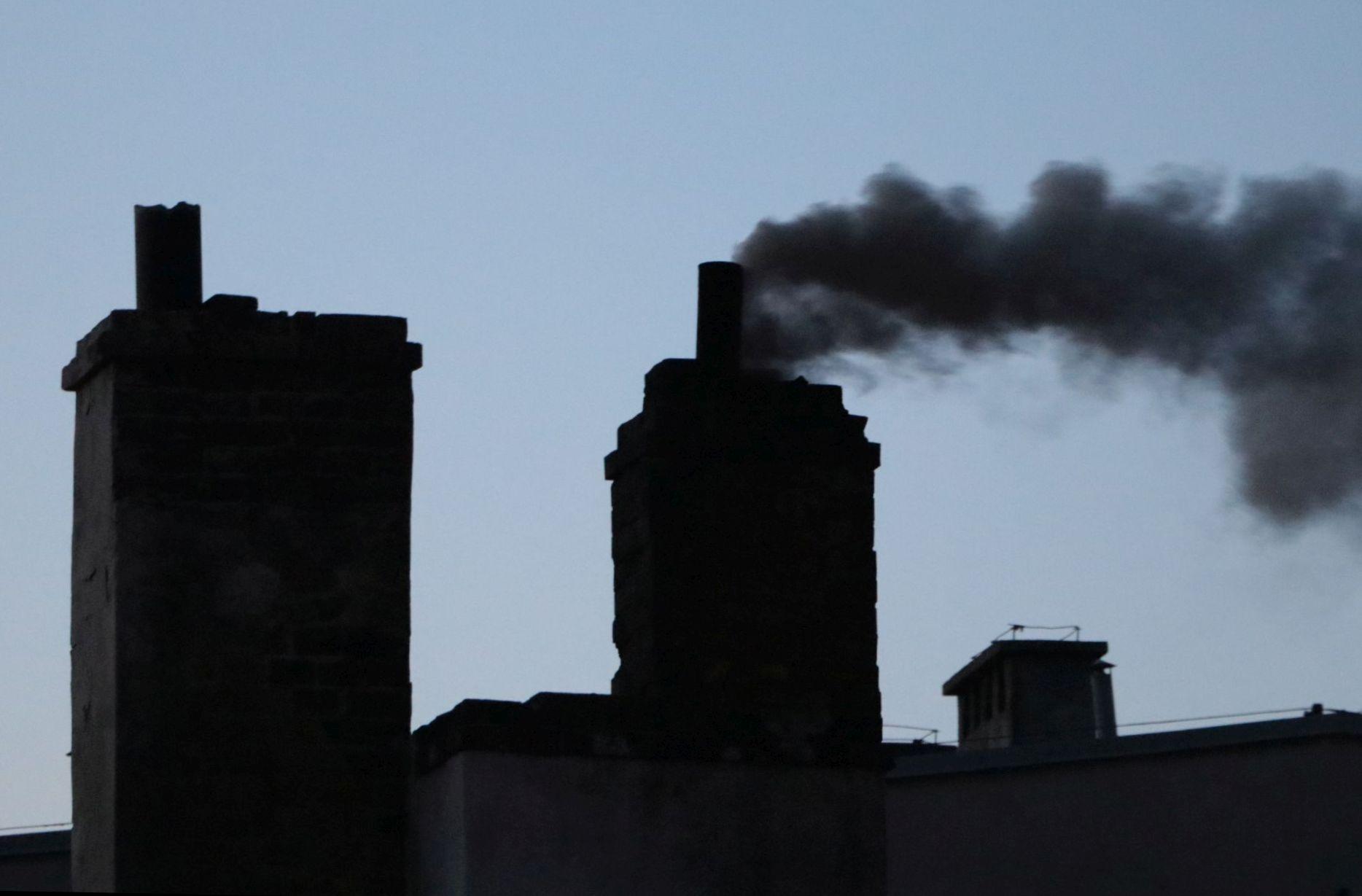 """Ilustracja do informacji: """"Czyste Powietrze"""" e-wnioski bez wychodzenia z domu"""