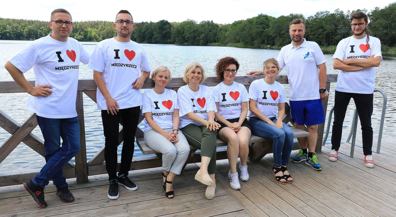 Ilustracja do informacji: Burmistrz Międzyrzecza i pracownicy Urzędu Miejskiego wzięli udział w charytatywnej akcji
