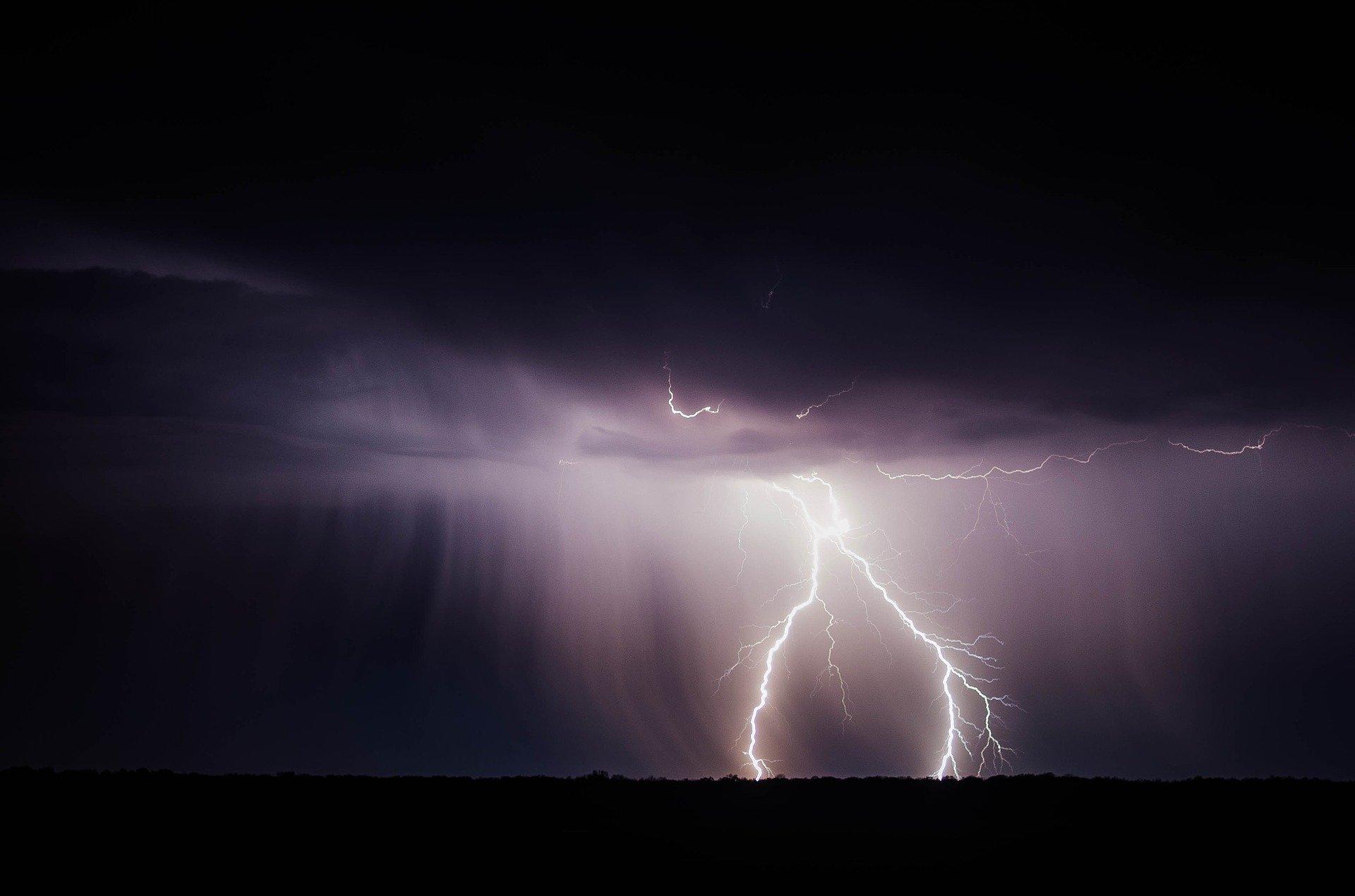 Ilustracja do informacji: Uwaga: Ostrzeżenie przed burzami