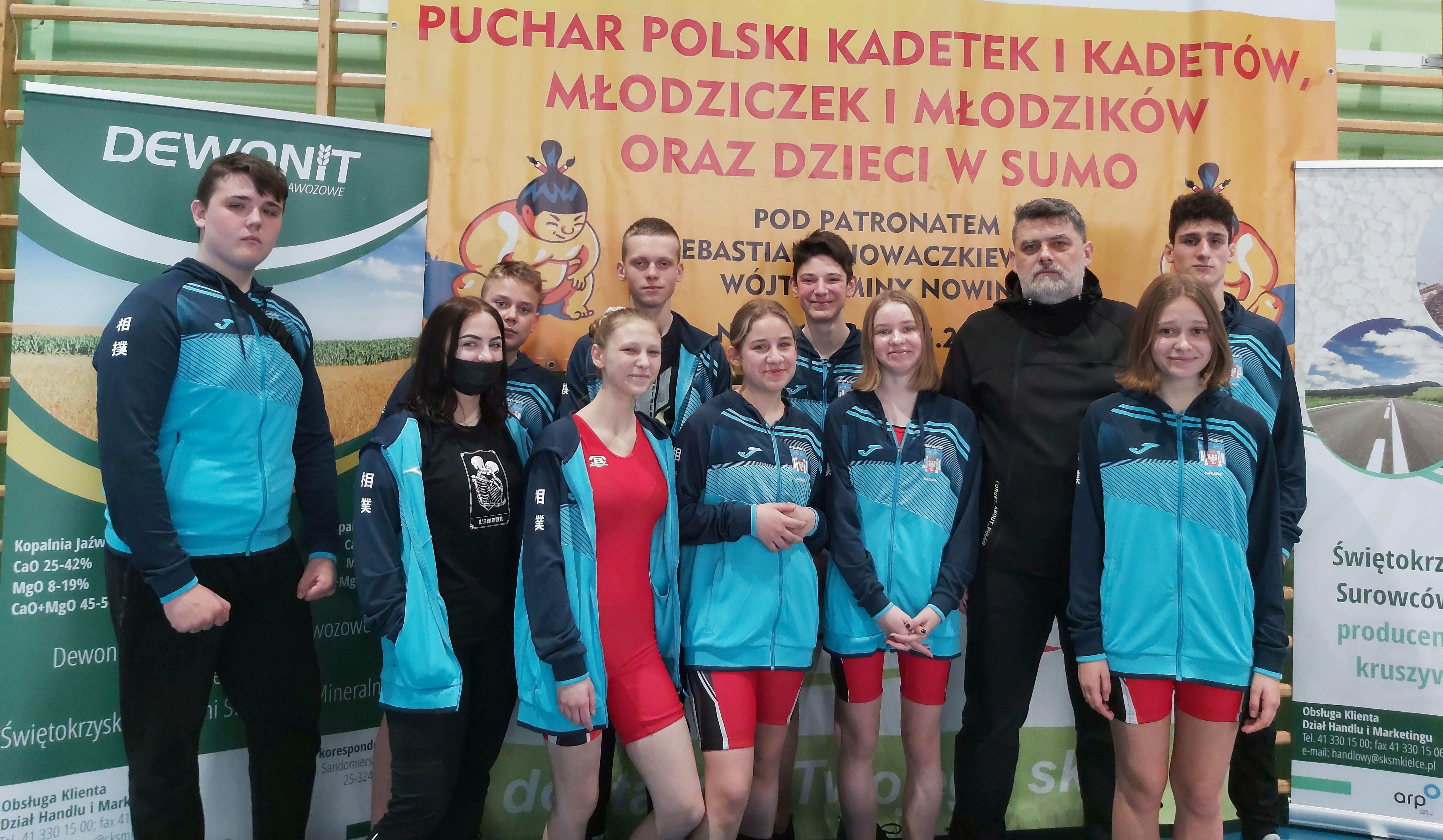 Ilustracja do informacji: Zawodnicy UKS Korona w deszczu medali