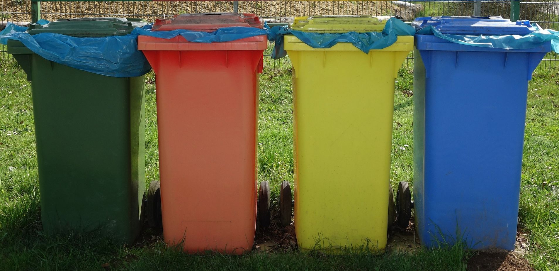 Ilustracja do informacji: Harmonogram wywozu odpadów na miesiąc sierpień