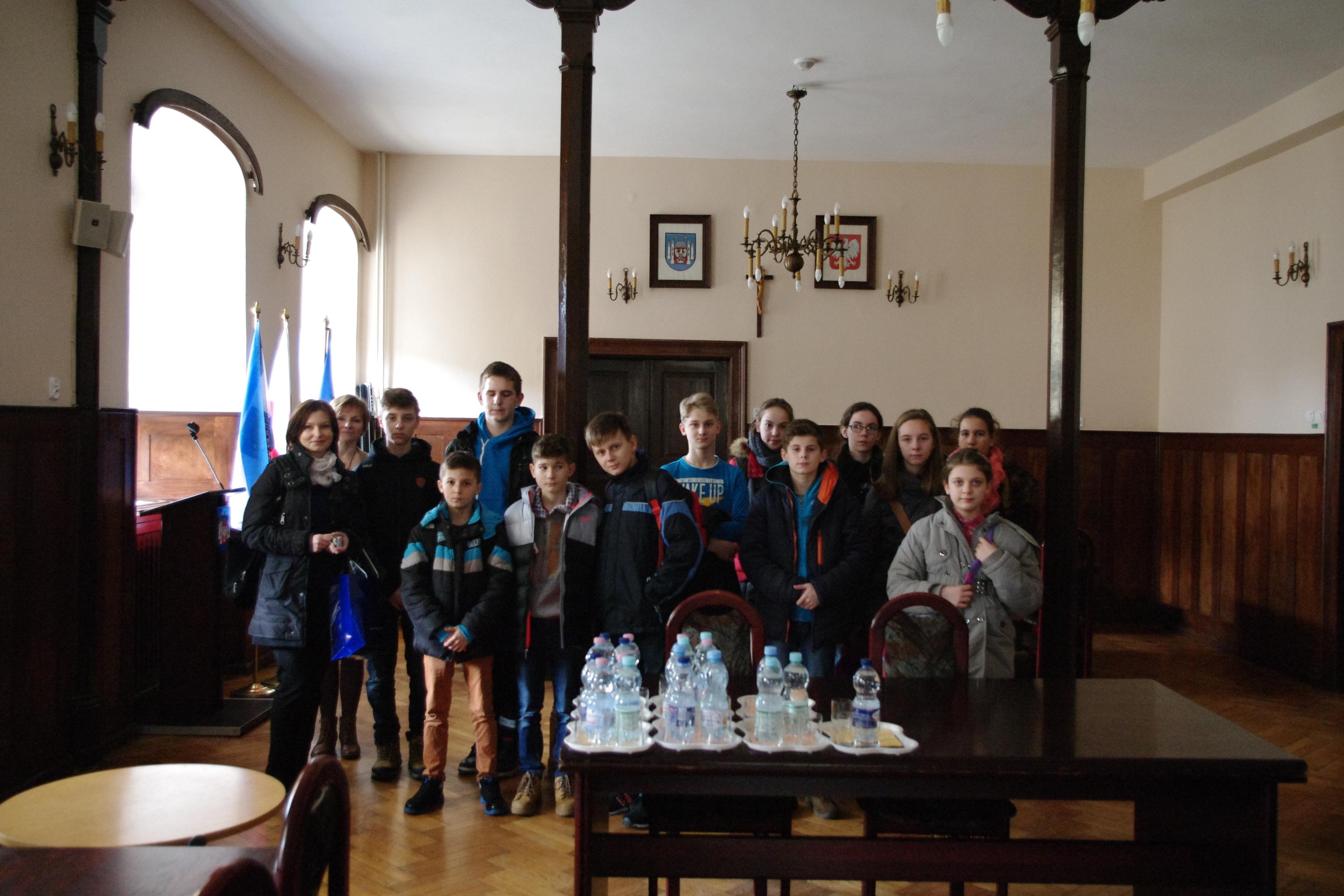 Ilustracja do informacji: Uczniowie Szkoły Podstawowej w Bukowcu z wizytą w międzyrzeckim ratuszu