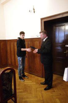 Miniatura zdjęcia: Burmistrz wręczył stypendia sportowe